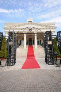 大階段が素敵な式場