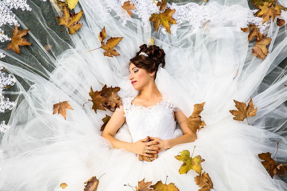 秋には花嫁さんによく会う